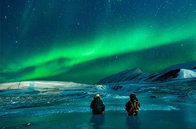 Nordlichter bei einer Arktis Kreuzfahrt
