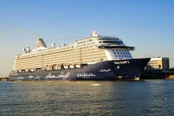 TUI Cruises Blaue Reise Kreuzfahrt auf der Mein Schiff